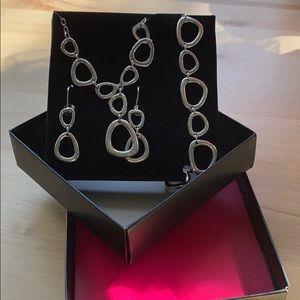 Jewelry - NWOT SILVER NECKLACE, BRACELET & DANGLE EARING SET